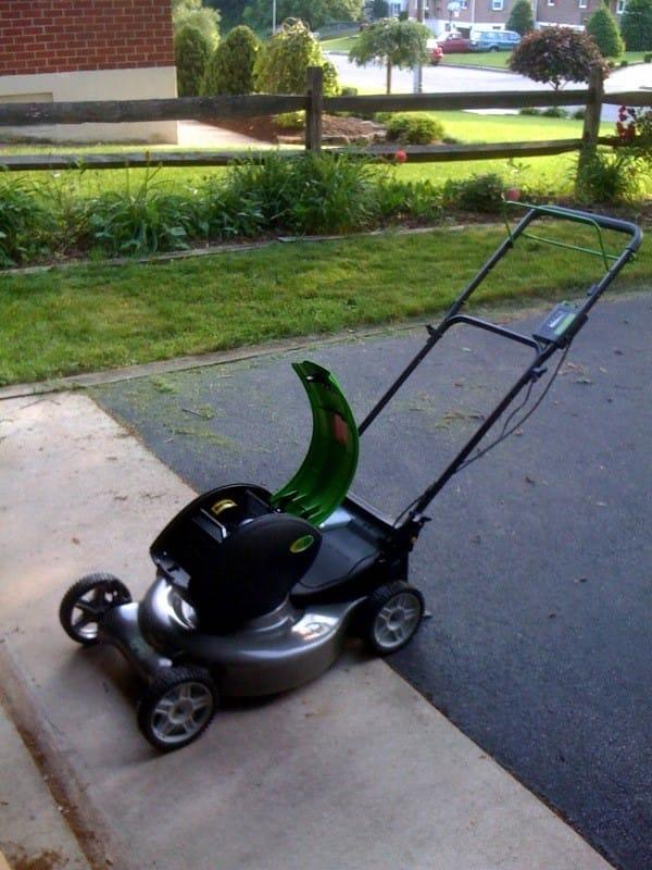 Advantages-of-using-electric-lawn-mower-2