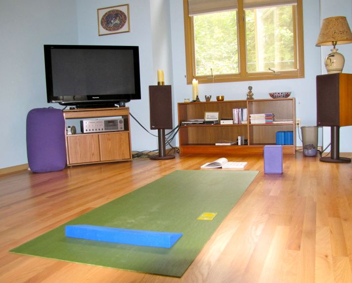 photo credit; http://www.kulapress.com/wp-content/uploads/2012/04/yoga-at-home-studio-early.jpg