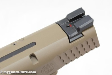 The standard M&P 2.0 includes white three-dot sights.