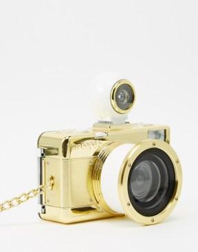 http://www.asos.com/it/Lomography-Fisheye-0-Macchina-fotografica-oro/d55b3/?iid=6065316&cid=16095&sh=0&pge=0&pgesize=50&sort=-1&clr=Gold&totalstyles=698&gridsize=3&mporgp=L0xvbW9ncmFwaHkvTG9tb2dyYXBoeS1GaXNoZXllLTItR29sZC1DYW1lcmEvUHJvZC8.
