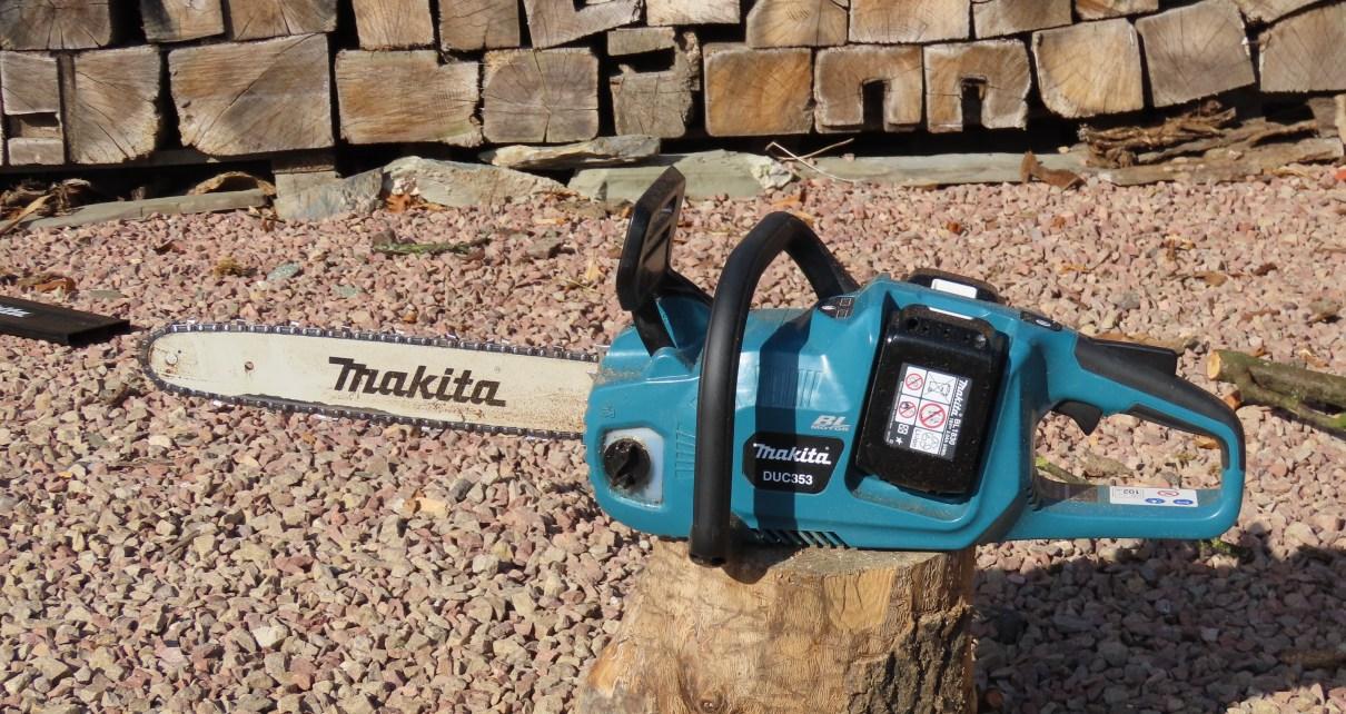 Makita DUC353 cordless chainsaw