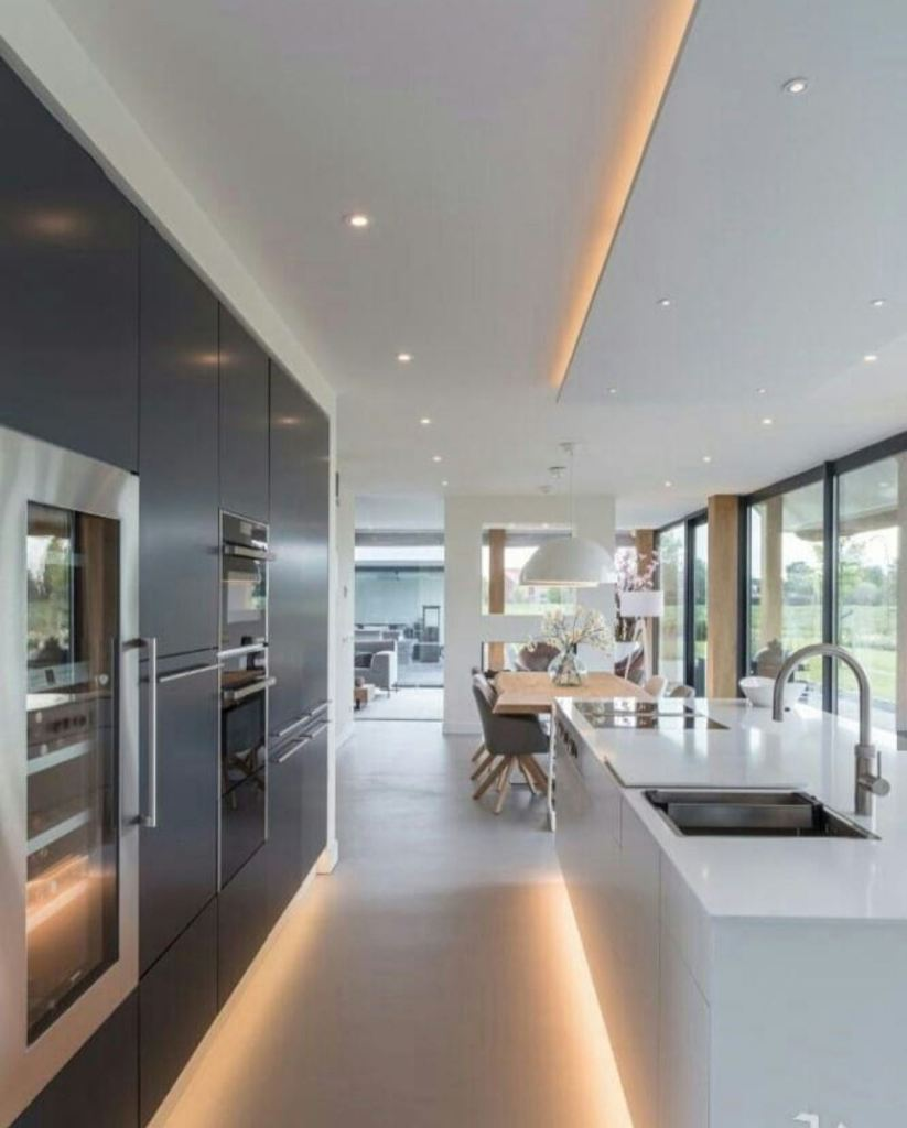 Medium-sized modern kitchen design