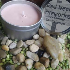 soy-candle-with rocks