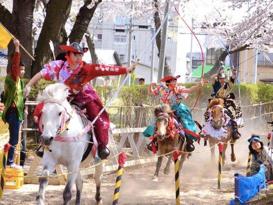 equipo de 3 en el sakura yabusame de towada