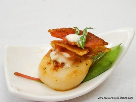 Amuse-bouche: Seared scallop with lime aioli