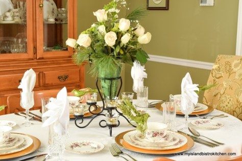 The Christmas Rose Holiday Tablesetting