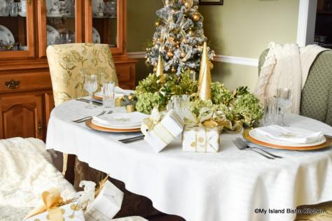 Christmas Tablesetting in shades of green and gold