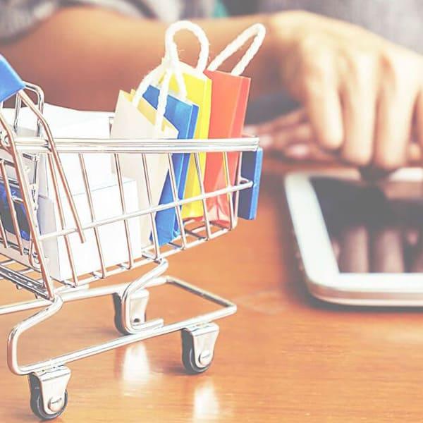 Portali dove acquistare abbigliamento su internet.  Prodotti in offerta sugli e-commerce cinesi e europei