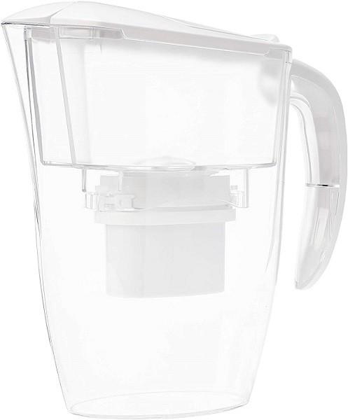 AmazonBasics è una delle migliori marche di caraffe filtranti per prezzo e qualità dell'acqua