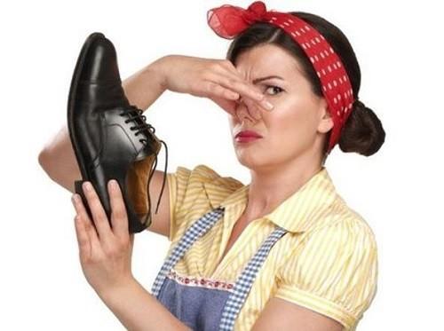 Come pulire le scarpe ed evitare cattivi odori