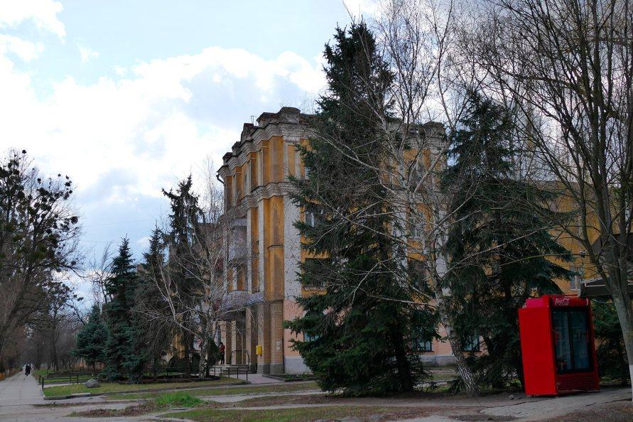 Изюм, проспект Ленина, здание «жолтик»
