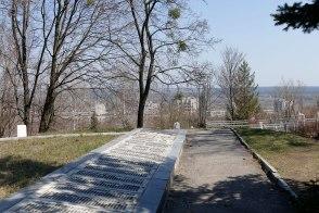 Как у вандалов поднялась рука на самое святое — память погибших воинов освобождавших Изюм от немецко-фашистских захватчиков!?