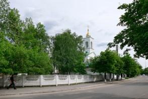 Крестовоздвиженская церковь - вид от берега реки Северский Донец