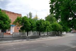 Крестовоздвиженская церковь - вид со стороны пешеходного моста