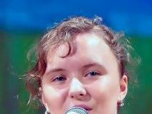 Выступление Гали Кузьковой в отчетном концерте художественной самодеятельности Изюмского Профессионального Лицея «Рожденные Свободными»