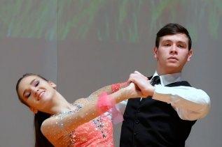 Танцевальный дуэт - Татьяна Коротченко и Вячеслав Соколов исполняют танец на тему Blue — «Breathe easy»