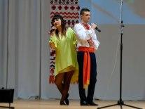 Марина Теплова-Забашта и Кирилл Фартушный акапельно исполняют украинскую народную песню «Гиля, гиля, сірі гуси»