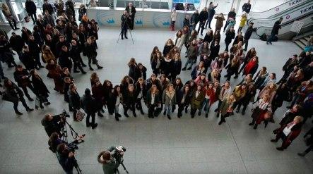 «Щедрик» в главном терминале аэропорта исполняли шесть львовских хоров