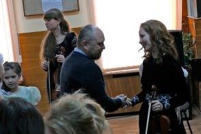 Заместитель городского головы Мацокин Владимир Владимирович и преподаватель по классу скрипки Шилько Юлия Михайловна