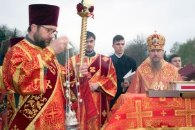 Его Высокопреосвященству сослужило духовенство кафедрального собора, Песчанского монастыря и города Изюма