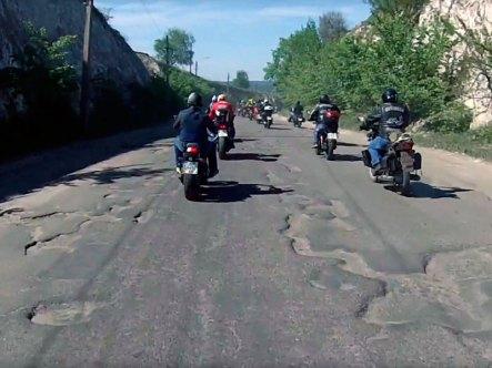 Ужасные дороги в Изюме - май 2017
