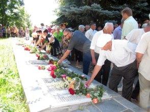 В Изюме 22 июня традиционно состоялся митинг у памятника «Скорбящая мать»