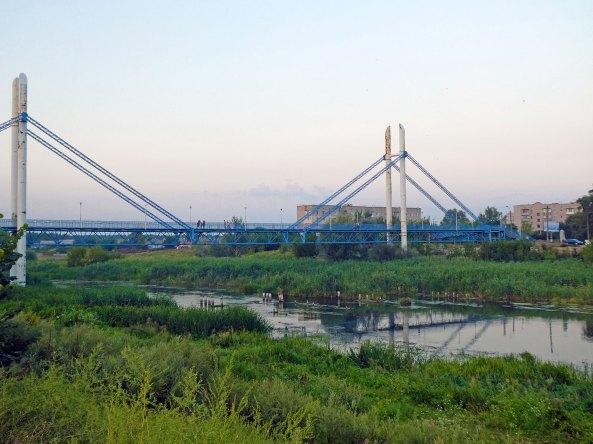Пешеходный мост в Изюме август 2017