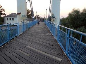 Настил и краска моста пришла в негодность