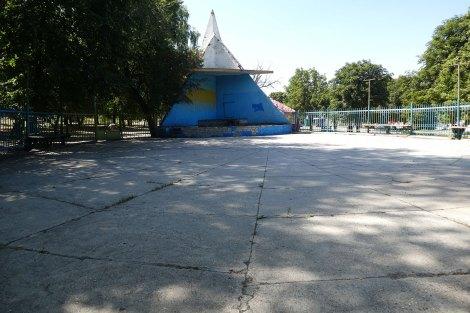 Танцплощадка в Центральном парке Изюма