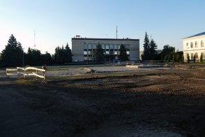 Реконструкция Главной площади Изюма на начало августа