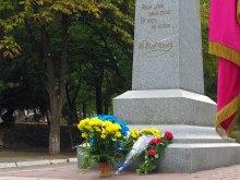 - прошла церемония возложения цветов к памятнику Кобзарю
