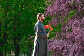 Дмитрий Шилько у памятника павшим героям изюмчанам по проспекту Независимости