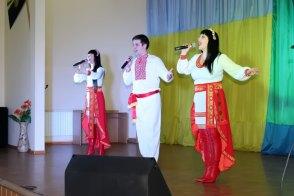 Вокальная группа «М-Стиль» в составе Юлии Зушенской, Максима Кондратьева и Людмилы Митилева (руководитель)