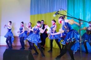 По случаю Дня Вооруженных Сил Украины 6 декабря в Военном госпитале г. Святогорск творческая команда (более 80 участников) города Изюм дала яркий праздничный концерт