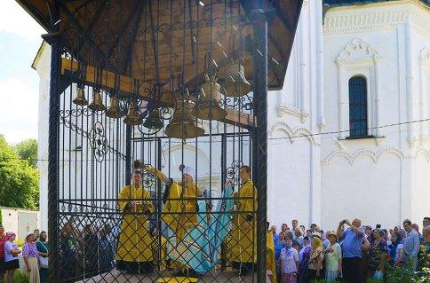 Митрополит Изюмский и Купянский Елисей совершил освящение ново воздвигнутой колокольни в Преображенском храме города Изюма