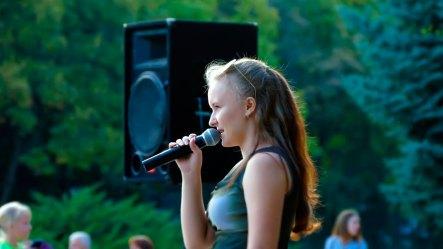 Галина Кузькова исполнила украинскую песню «Гитара» (слова и музыка — Ирина Федишин)