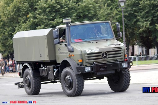 French Armée de l'Air Unimog U5000 sprinkler truck (camion citerne arroseuse) of the 25e Régiment du Génie de l'Air (25e RGA), Esplanade des Invalides, 14 Juillet 2012.