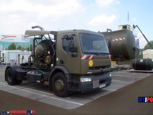 French Army Renault Premium 420 DCI aircraft refueling truck with Magyar tank trailer belonging to the Service des Essences des Armées (SEA), Eurosatory, 06/2006.