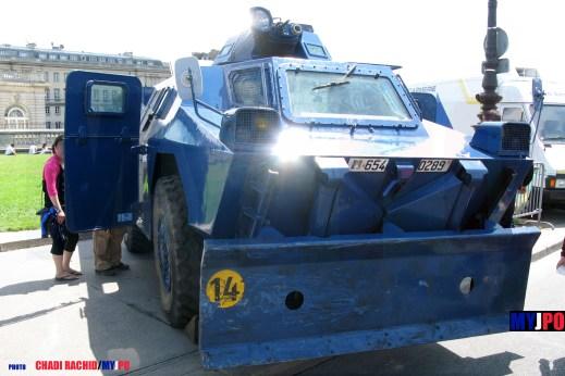 """The French Gendarmerie VXB-170/VBRG """"lame"""" of the Groupement Blindé de Gendarmerie Mobile (GBGM), Esplanade des Invalides, Paris, 14 juillet 2009."""