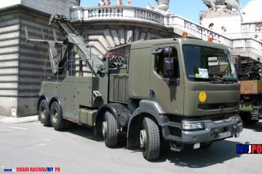 French Army Renault Kerax 420 CLDR (Camion Lourd de Dépannage Routier ) of the 5e Régiment du Génie (5e RG), Invalides, Paris, July 14, 2009.