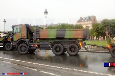 French Army Scania P 340 CB6X6HHZ benne Marrel & UNAC EGAME (Engin du Génie d'AMÉnagement) of the 6e Régiment du Génie (6e RG), Esplanade des Invalides, July 14, 2010.