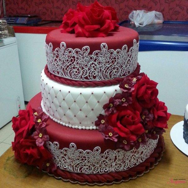 Шикарные свадебные торты (53 фото)