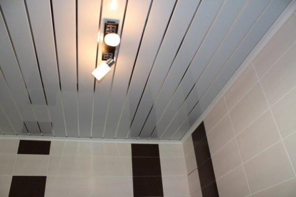 Дизайн потолков из панелей пвх (37 фото)