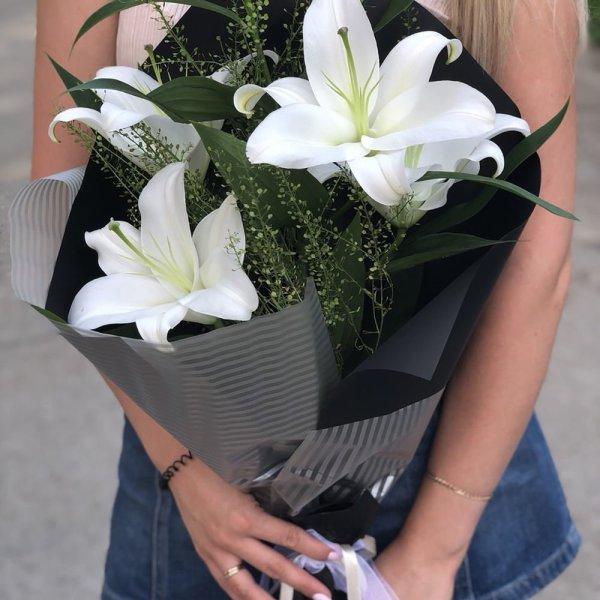 Букеты из белых лилий (58 фото)