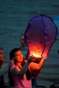La Gente Lanzó Faroles al Aire - People Sent Off Lanterns