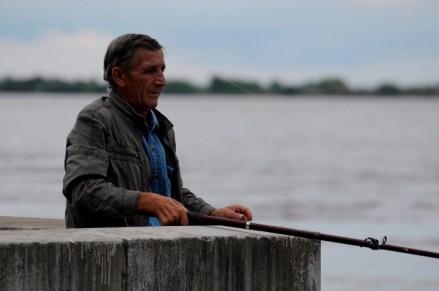 Los pescadores están continuamente presentes - Fishermen are constantly present