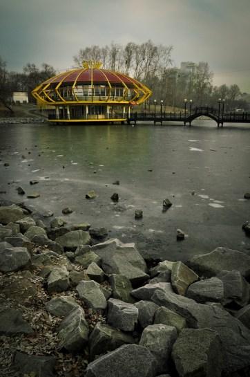 El lago se congela en invierno - The lake gets frozen in winter