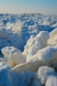 Los bloques de hielo se vuelven mucho más agresivos en esta zona - Ice blocks are more agressive in this zone