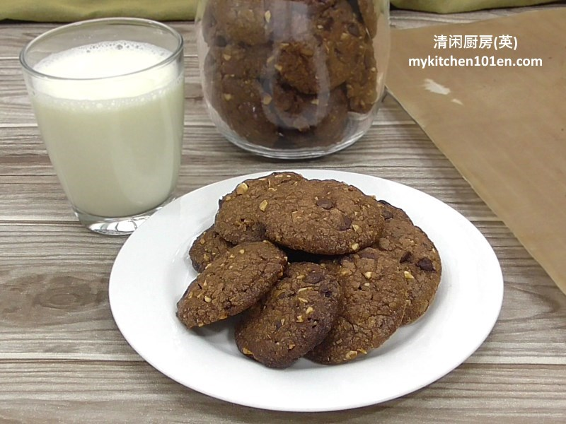 hazelnut-chocolate-chip-cookies-mykitchen101en-feature2