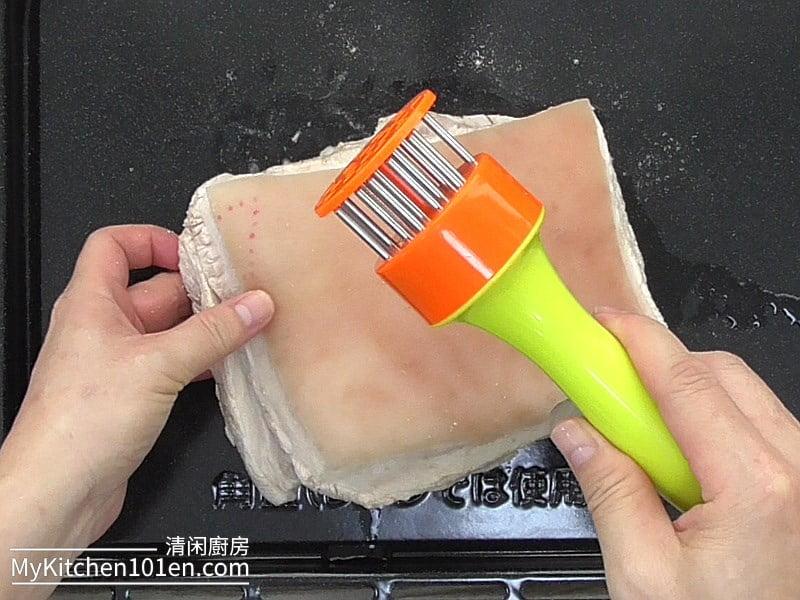 Crispy Roasted Pork Crackling